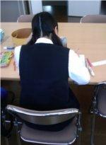自習する高校生